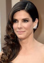 side swoop hairstyles sandra bullock s curly side swept hairstyle at the 2014 oscars