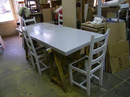 transformer une table de cuisine repeindre une table de cuisine en bois trendy repeindre une table