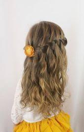 junior bridesmaid hairstyles la coiffure fille en quelques idées originales à ne pas
