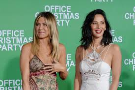 jennifer aniston olivia munn turn up for laughs at u0027office