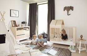 chambre enfant beige un lit cabane pour une chambre d enfant aventure déco