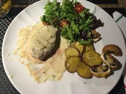 comi de cuisine hoje voltei e comi o bife com molho de queijo fenomenal