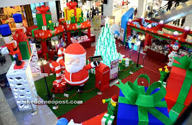 Christmas Decoration Online Malaysia by Yuletide Festivity In The Air At Shopping Malls U2013 Borneopost