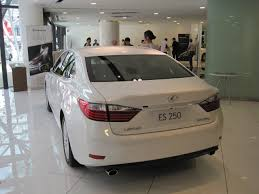 lexus es drive lexus invites customers to test drive the new es this weekend