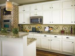Wellborn Kitchen Cabinets by Antique Cream Kitchen Cabinets Are A Warm Welcoming Alternative