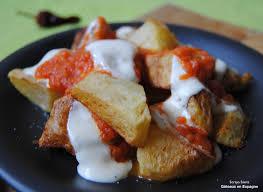 cuisiner espagnol gâteaux en espagne des patatas bravas une tapa espagnole