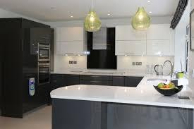 cuisine et blanc cuisine grise plan de travail bois maison et blanc newsindo co
