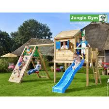 piscine sur pilotis maisonnette jungle gym cxtra en bois sur pilotis avec toboggan