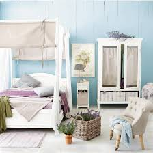 What Color Goes With Brown Furniture by What Color Curtains With Blue Walls Brown Furniture Light Bedroom
