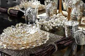 tables flower shape plate silver detail ornament wine glass gold