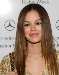 s haircut ideas for straight hair long thick round face layered