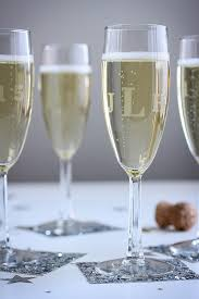diy monogram wine glasses diy monogrammed chagne flutes fab fatale