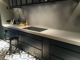 plan de travail en carrelage pour cuisine plan de travail en béton ciré poivre blanc il se