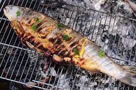 cuisiner truite enti鑽e recette barbecue de poisson par oliver truite entière farcie