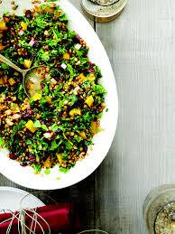 cuisiner le chou frisé salade de grains de blé chou frisé et canneberges châtelaine
