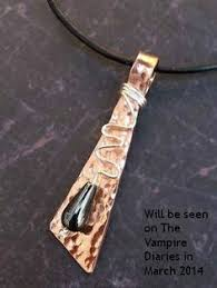 get bonnie u0027s black iron diamond necklace featured on tvd episode