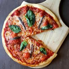 cuisiner une pizza pizza napoletana recette authentique italienne 196 flavors