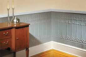 love the textured wallpaper ceiling dine me pinterest pinterest round up interesting wainscoting ideas wainscoting