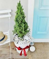 small christmas tree 52 small christmas tree decor ideas comfydwelling