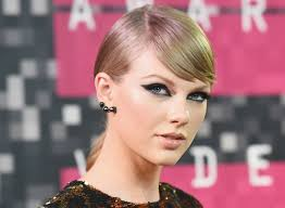 makeup artist lorrie turk was the lady behind the looks and even gave us a watch taylor swift 39 s