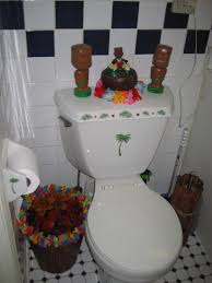 crazy bathroom ideas tiki bathroom aka my roommie thinks i u0027m crazy very img heavy