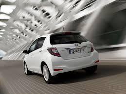 toyota an toyota yaris hybrid 2013 pictures information u0026 specs