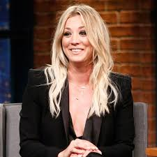 pennys hair on big bang theory kaley cuoco goes back to penny length lob hairstyle before