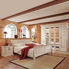 Schlafzimmerschrank Pinie Massiv Richten Sie Ihr Schlafzimmer Komplett Im Landhausstil Ein
