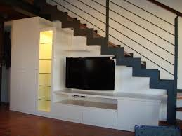soggiorno sottoscala foto mobile sottoscala di casa legno 184893 habitissimo
