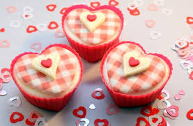 How To Decorate Heart Shaped Cake Valentines Cupcakes Recipe Goodtoknow