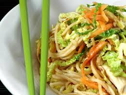 cuisine chinoise facile nouilles sautées aux légumes et poulet chine recette de