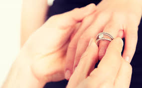 Where Does The Wedding Ring Go do you wear your engagement ring on your wedding day everafterguide