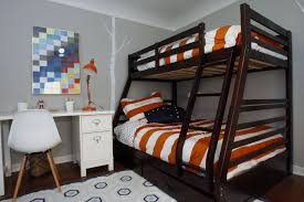 Camper Bunk Bed Sheets by Boy U0027s Budget Bedroom Makeover Focuses On Fun La Times