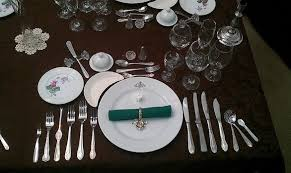 how many place settings dinner is served how many people understand dinner place settings