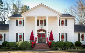 outdoor holiday décor traditional home