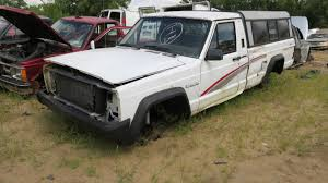 jeep pickup comanche junked 1992 jeep comanche photo gallery autoblog