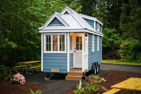 vacation in a tiny house wbircom tiny house test drive try one on vacation before wbir news