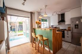 solid wood kitchen cabinets quedgeley modern 2 bed home sleeps 6 nr glos w 4k netflix casas