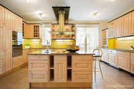 kitchen floor to ceiling cabinets 29 classic kitchens with traditional and antique cabinets