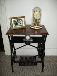 White Sewing Machine Cabinet by The 25 Best Antique Sewing Machine Table Ideas On Pinterest