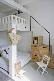 kleines schlafzimmer einrichten kleines schlafzimmer einrichten etagenbett holztreppe stauraum