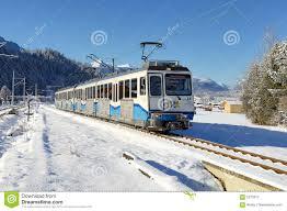 treno cremagliera ferrovia di cremagliera bayerische zugspitzbahn fotografia