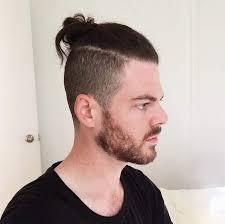 coupe cheveux homme dessus court cot bun top knot le chignon homme à la pointe de la tendance