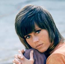 photos of jane fonda s klute hairdo jane fonda on the set of klute jane fonda s hairstyles through