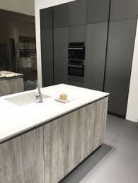 cuisine lounge cuisine modèle lounge finitions pietra nera fenix bianco