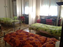 a single bed in a nice double bedroom room for rent milan