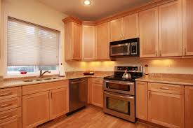 pictures of maple kitchen cabinets light maple kitchen cabinets maple cabinets with granite