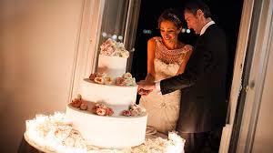 wedding cake cutting how the wedding cake is cut