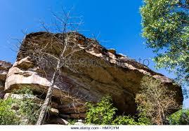 sandstone cliff rock overhang stock photos u0026 sandstone cliff rock