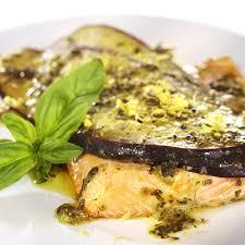 cuisiner filet de truite filet de truite à l aubergine et basilic metro